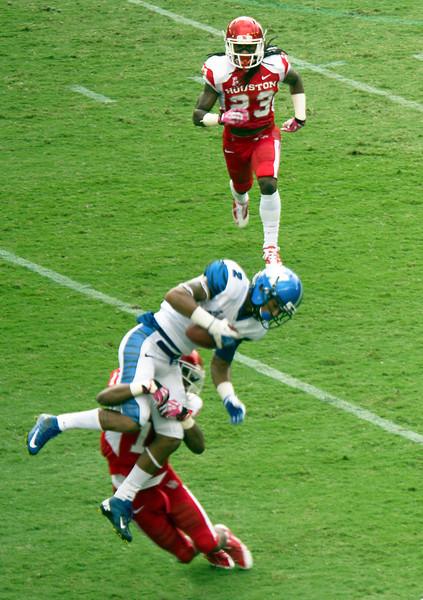 UH's Bates tackles Memphis receiver Craig.