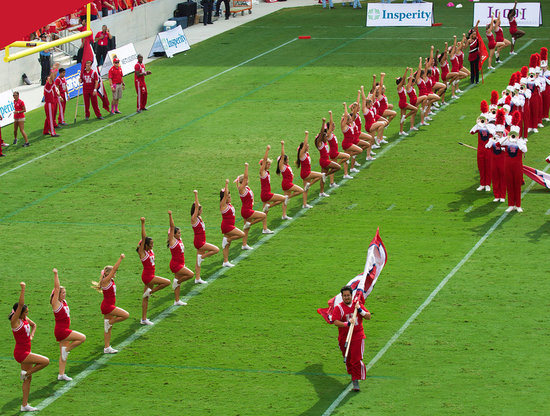 The UH cheerleaders in formation