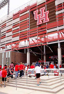 We're off to see UH (10-1) play Navy (10-1) for the division championship.