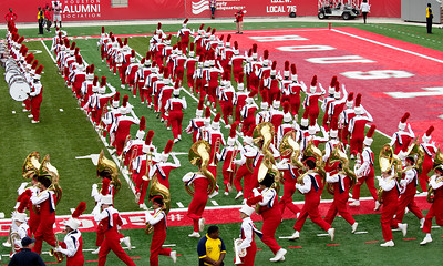 The UH Marching Band runs out on to the field.