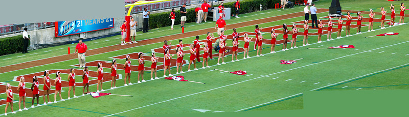 Panorama of the UH cheerleaders