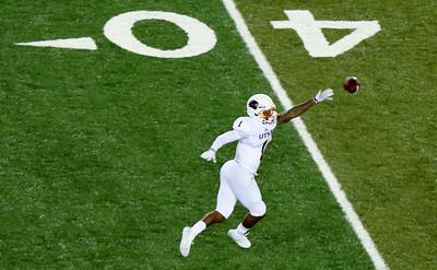 UTSA receiver Jones reaches for a pass.