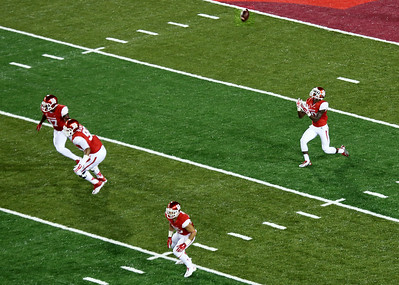 Houston's Ayers takes the first TDECU kickoff ...