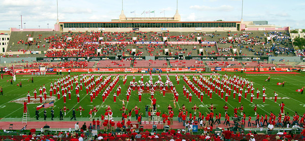 UH band in a rectilinear formation