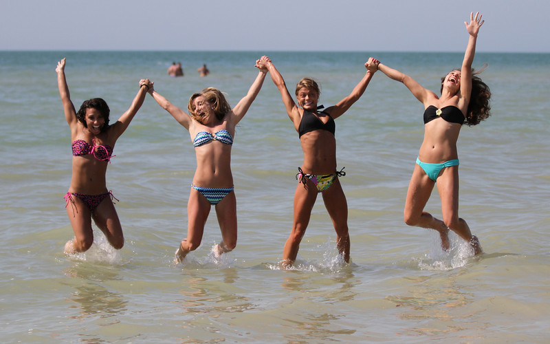 UK Cheerleaders on Clearwater Beach/Tampa NCAA