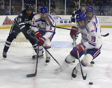 UML UNH hockey 020417