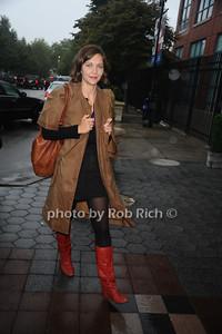 Maggie Gyllenhaal photo by Rob Rich © 2010 robwayne1@aol.com 516-676-3939