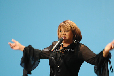 Deniece Williams photo by Rob Rich © 2010 robwayne1@aol.com 516-676-3939