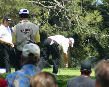 Weekley taking ball from hole US Open golf 080612 P1440185
