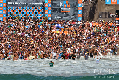 Crowds cheer Kelly Slater's win at the 2011 Nike US Open of Surfing