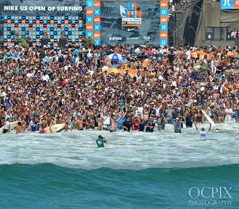 Kelly Slater is greeted by fans at the 2011 US Open of Surfing