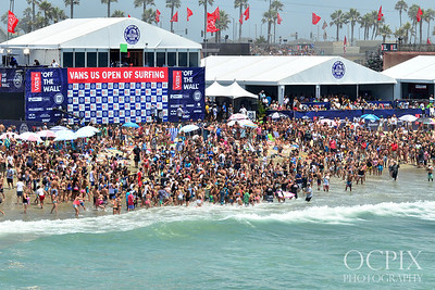 Crowds run to meet pro surfer Alana Blanchard