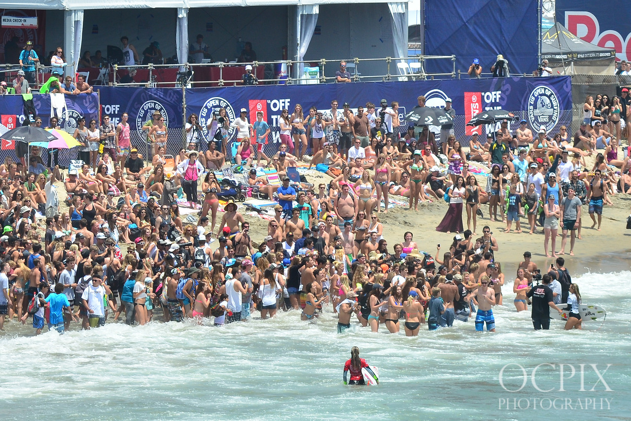 Alana Blanchard gets mobbed by fans at US Open of Surfing