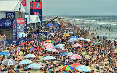 Beach view of the Vans US Open of Surfing