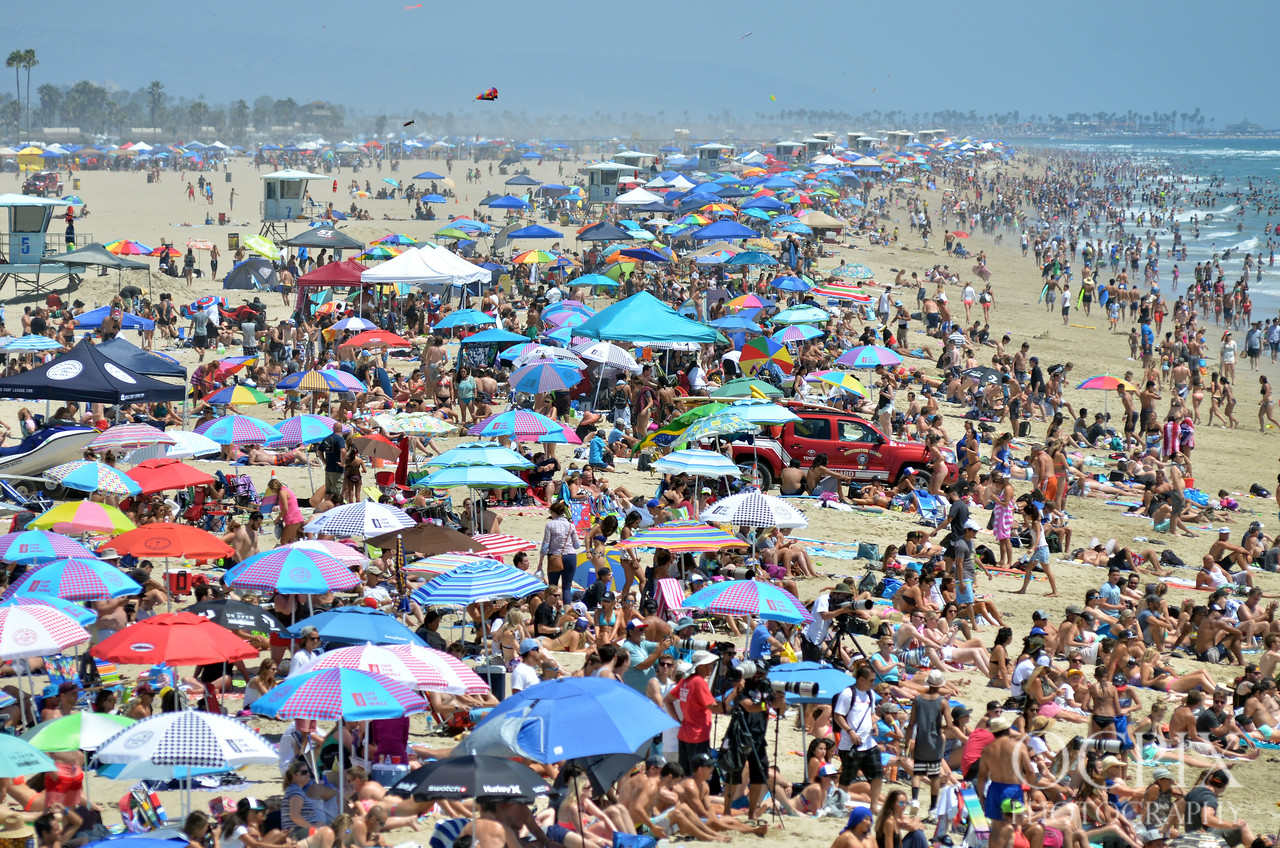 Crowded beach during the 2015 Vans US Open of Surfing in Huntington Beach