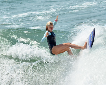 Bethany Zelasko free surfing before the US Open of Surfing
