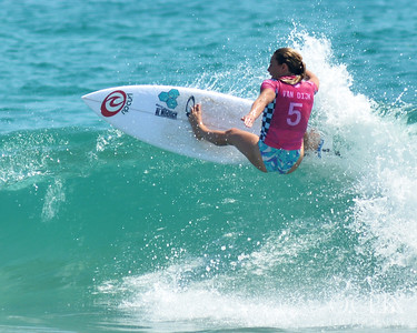 Nikki van Dijk at the 2018 US Open of Surfing