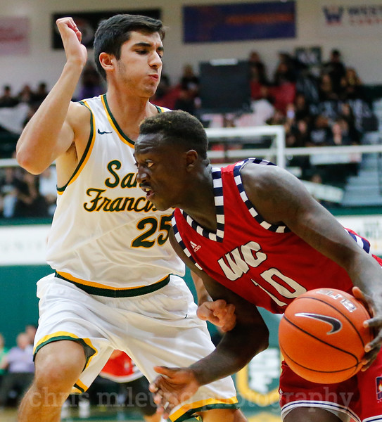 11/11/16: USF MBB vs University of Illinois Chicago at War Memorial Gym in San Francisco, CA.  Image by Chris M. Leung for Chris M. Leung Photography