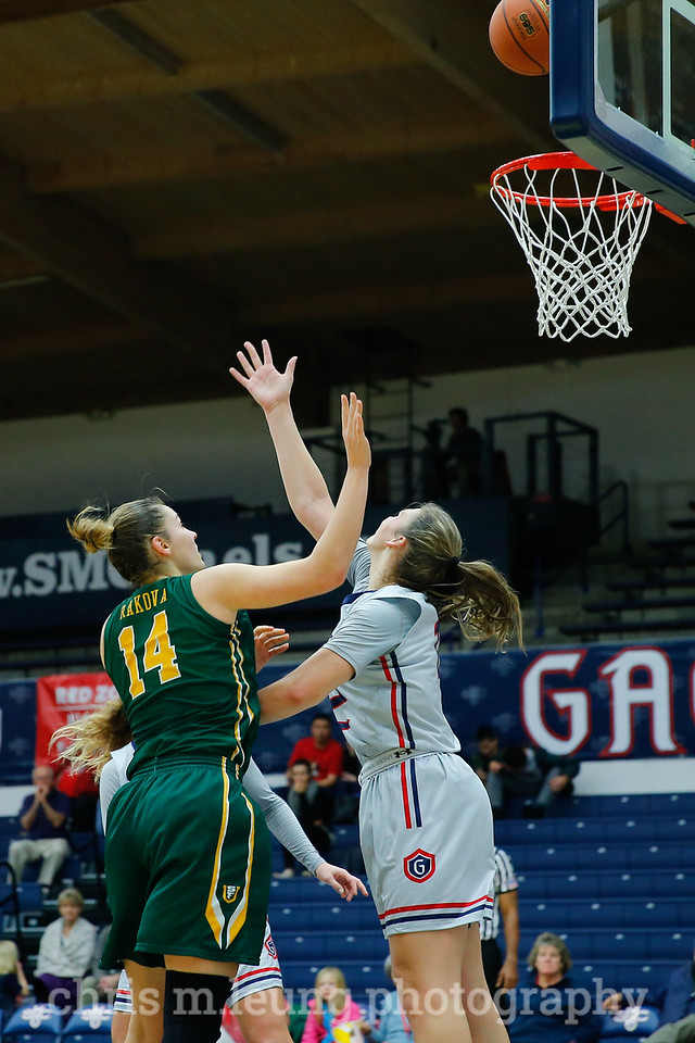 1/7/17: USF WBB vs SMC at McKeon Pavillion in Moraga, CA.  Image by Chris M. Leung for USF Dons Athletics