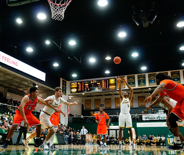 2/2/17: USF MBB vs Pepperdine at War Memorial Gymnasium in San Francisco, CA. Dons win 77-56. San Francisco Dons guard Ronnie Boyce (3) shoots a free throw. Image by Chris M. Leung