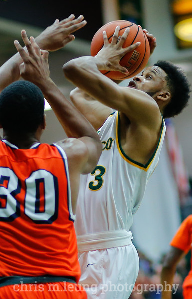 2/2/17: USF MBB vs Pepperdine at War Memorial Gymnasium in San Francisco, CA. Dons win 77-56.San Francisco Dons guard Ronnie Boyce (3) fights to take his shot. Image by Chris M. Leung