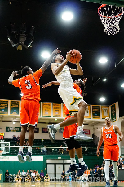 2/2/17: USF MBB vs Pepperdine at War Memorial Gymnasium in San Francisco, CA. Dons win 77-56. San Francisco Dons guard Ronnie Boyce (3). Image by Chris M. Leung