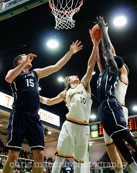 2/4/17: USF MBB vs LMU at the War Memorial Gymnasium in San Francisco, CA. Dons win 74-64. San Francisco Dons forward Matt McCarthy (10). Image by Chris M. Leung for USF Dons Athletics