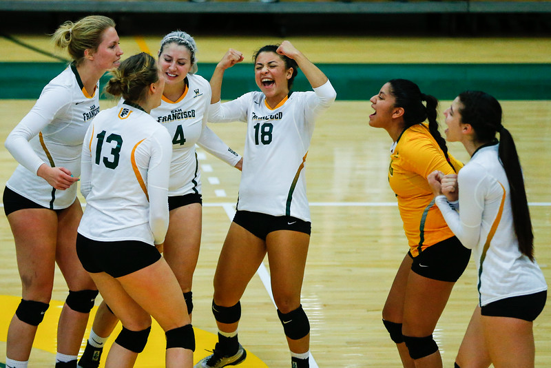 10/7/16: WVB vs SCU War Memorial Gym in San Francisco, CA.  Image by Chris M. Leung for USF Dons Athletics