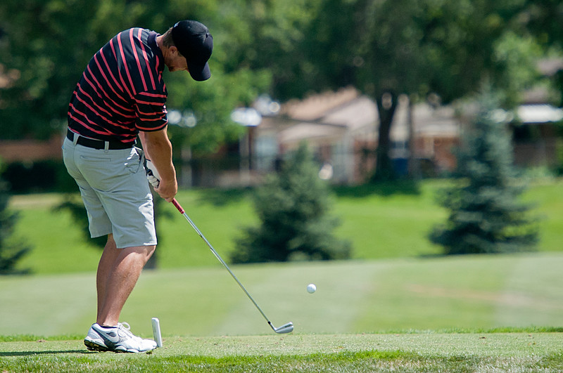 Devon Purser chips the ball  in the Utah State Amateur competition. At the Ogden Golf and Country Club. On July 8, 2014. (BRIAN WOLFER/Standard-Examiner)