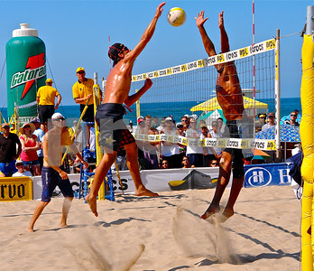 Two time USA Olympian Sean Rosenthal has major hops!  Manhattan Beach Open.  Spike over Fred Sousa as his Olympic teammate Jake Gibb watches.