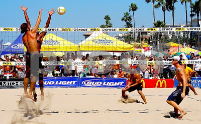 USA Olympian Sean Rosenthal dinks a shot past Fred Sousa as Jason Ring and Jake Gibb react, Manhattan Beach Open.