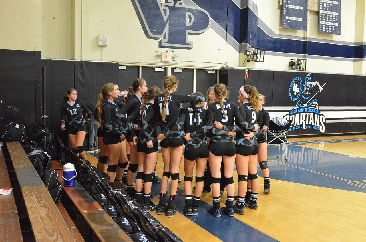 VP_Varsity_Vball_v_Canyon 3