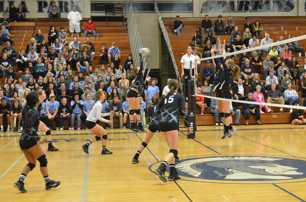 VP_Varsity_Vball_v_Canyon 12