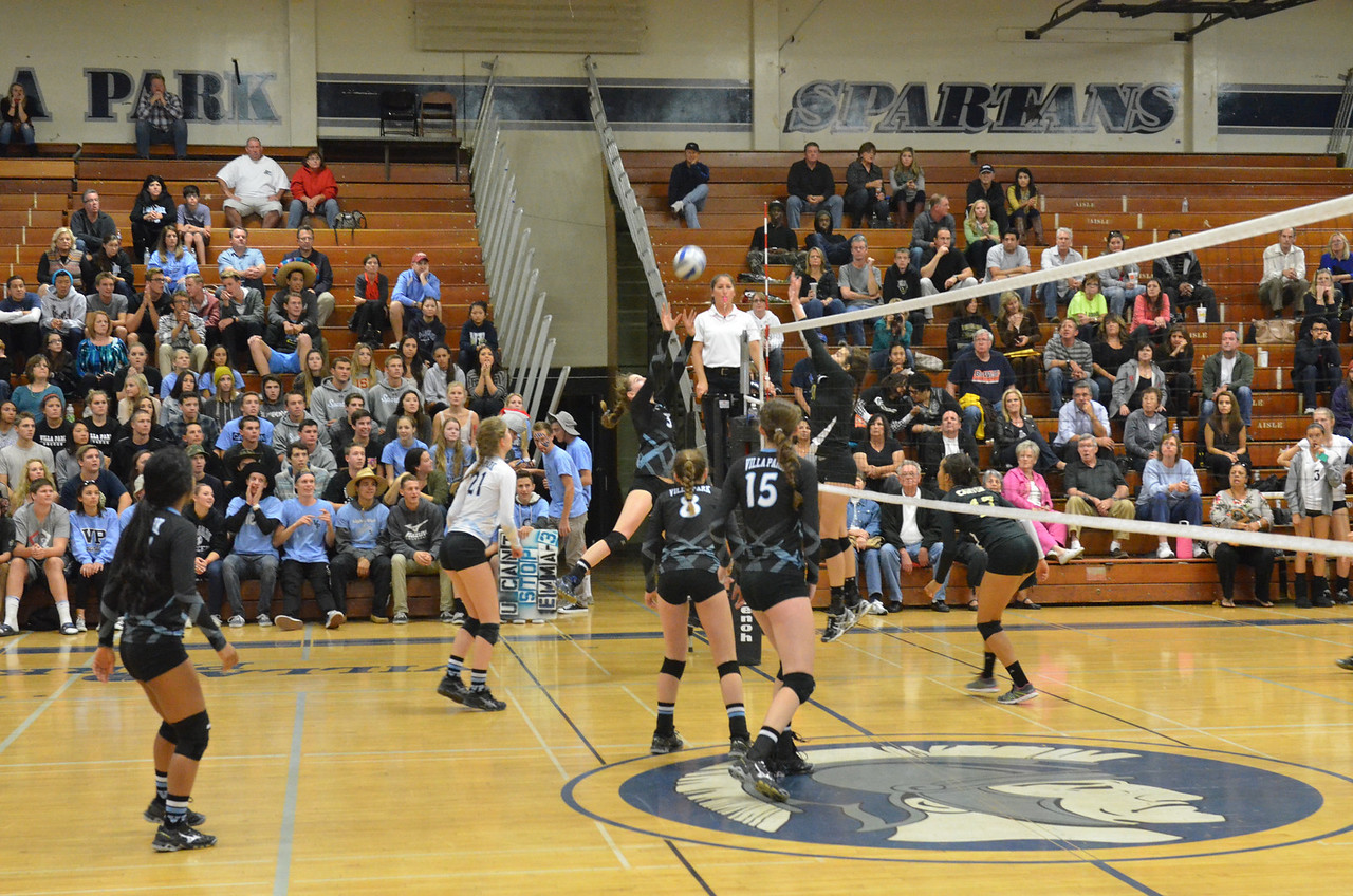 VP_Varsity_Vball_v_Canyon 34