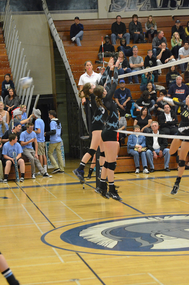 VP_Varsity_Vball_v_Canyon 36