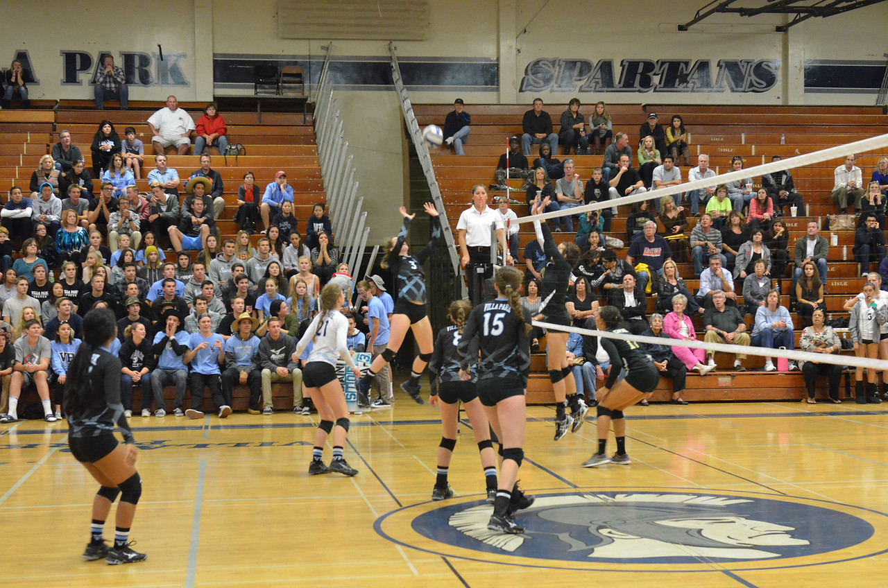 VP_Varsity_Vball_v_Canyon 33