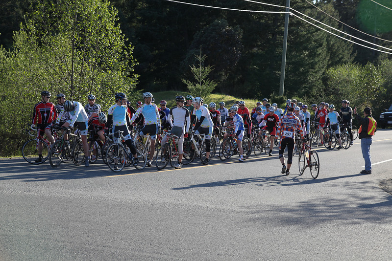 24 B riders (including 6 women) and 26 A riders started.