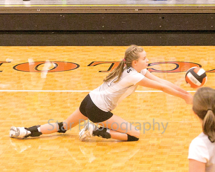 Star Photo/Larry N. Souders<br /> Elizabethton's Morgan Smith (11) digs low to return a serve from Science Hill.