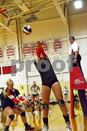 -Messenger photo by Britt Kudla<br /> Rachel Herrington of Fort Dodge makes a play against Ankeny during Saturday's Jackie Wilde Invitational