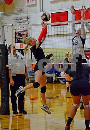 -Messenger photo by Britt Kudla<br /> Maci Knutson of Fort Dodge makes a play against Ankeny on Saturday morning at the Jackie Wilde Invitational