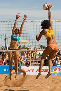 Shanice Marcelle hitting (Canada Games 2009) (Murray McComb)