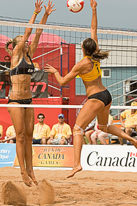 Diane Burrows blocking Manitoba's Chloe Reimer (MURR 6210)