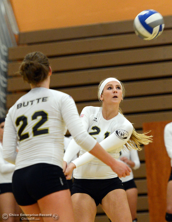 . Butte College\'s #22 Courtney Robinson (left) watches #21 Drew Tattam (right) bump against Sac City College in the second game of their women\'s volleyball match at Butte\'s Cowan Gym Wednesday, September 25, 2013, in Oroville, Calif.  (Jason Halley/Chico Enterprise-Record)