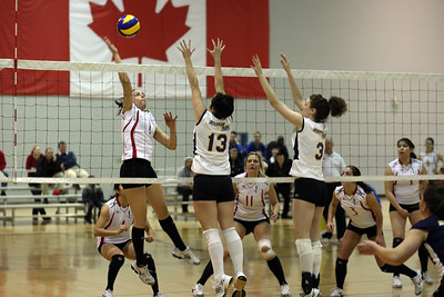 Kimberly Hymers hitting at Ryerson's Paige McDowell and Allison Smyth (6J0E9096)