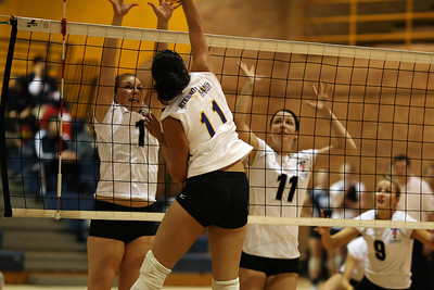 Carli Yim hitting (6J0E4538) Carli Yim tries to avoid  Kathleen Mahannah's block attempt (6J0E4538)