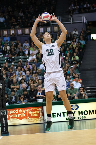 Setter Jackson Van Eekeren (20) of Hawaii sets in the third game of an opening night match against Charleston at the Stan Sheriff Center in Honolulu, Hawaii on January 3, 2020.