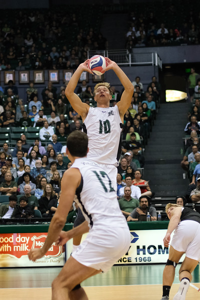 Hawaii setter Jakob Thelle (10) puts up a set in an opening night match against Charleston at the Stan Sheriff Center in Honolulu, Hawaii on January 3, 2020. Thelle had 22 assists and Hawaii hit .450 on the night.