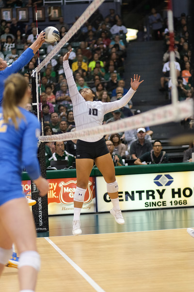 Hawaii setter Norene Iosia defends against a UCLA attack in the championship match of the Outrigger Hotels and Resorts Volleyball Challenge at the Stan Sheriff Center, Honolulu, Hawaii on September 14, 2019.