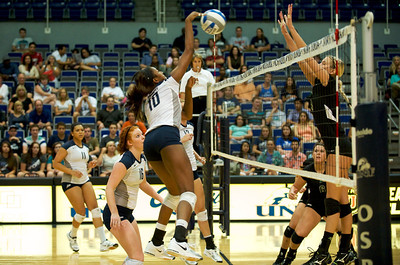 The UNF Ospreys woman's volleyball team played a great game. Sports photography by John Shippee for the UNF Spinnaker.