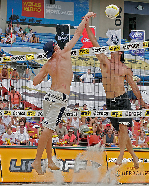 Jake Gibb and Todd Rogers doing battle at net